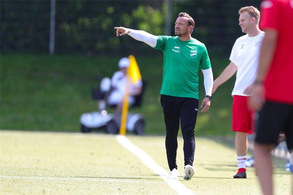 Olfens Cheftrainer Patrick Linnemann muss weiterhin warten, bis er Unterstützung an der Seitenlinie bekommt.