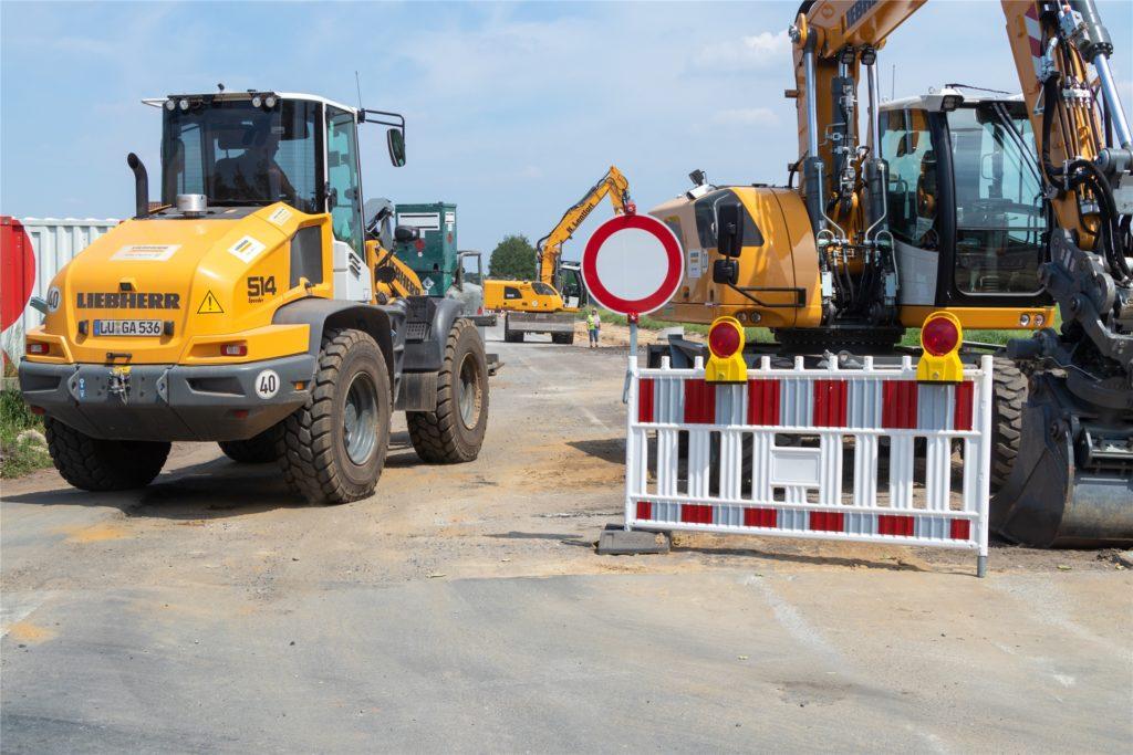 Die Bauarbeiten an der Otto-Hahn-Straße laufen bereits seit Anfang Juni.