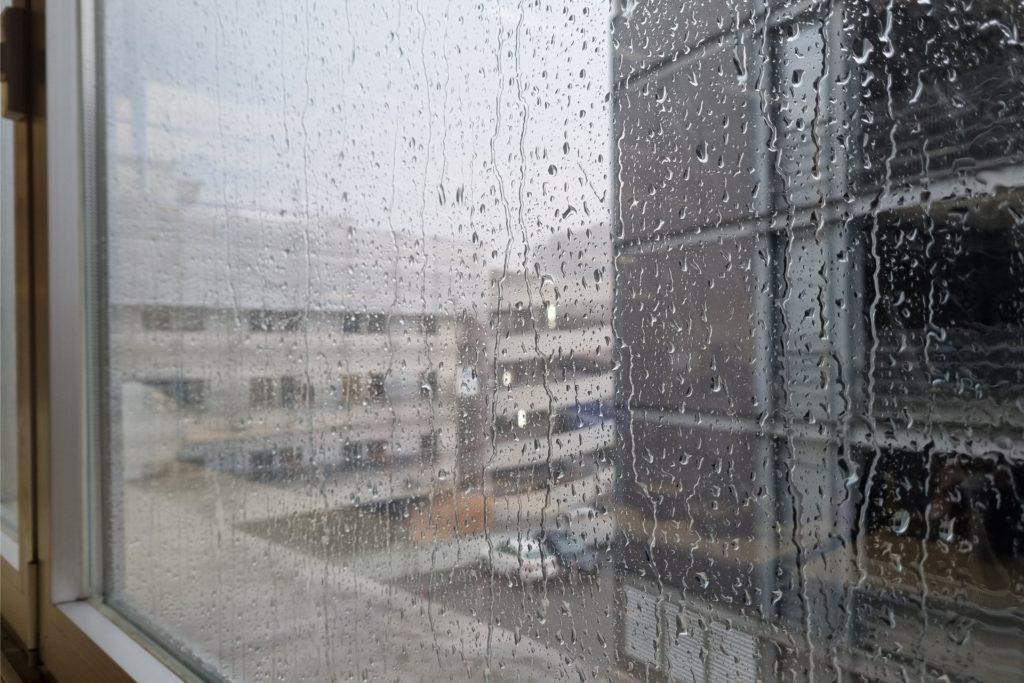 Stärkerer Regen ist in Dortmunder Innenstadt am Mittwochnachmittag in der Dortmunder Innenstadt vom Himmel geprasselt - fast zeitgleich warnte der Deutsche Wetterdienst vor Gewitter.