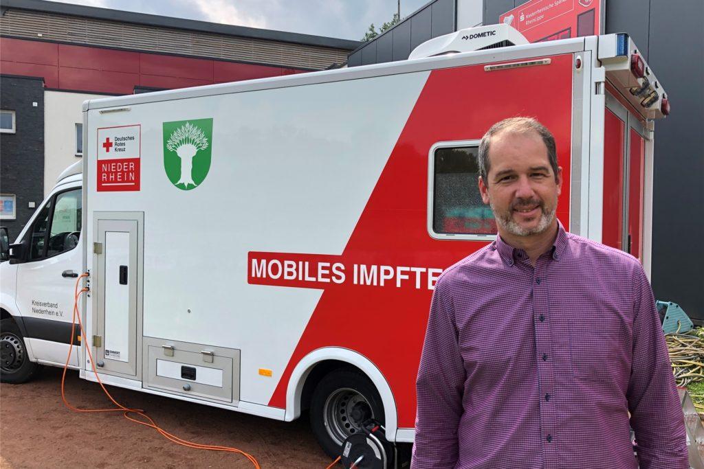Jan Höpfner koordiniert die Impfungen für den Kreis Wesel und war auch beim Besuch des Mobilen Impfteams in Schermbeck dabei.