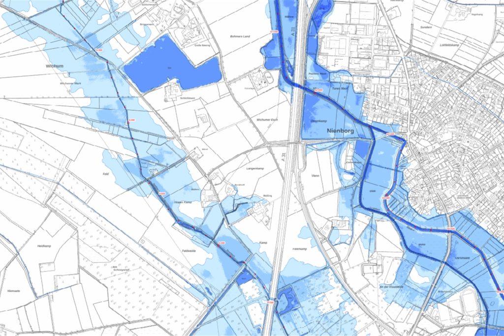 Wohnhäuser bleiben in Nienborg auch bei einem Extremhochwasser verschont, dafür sammelt sich viel Wasser in den Außenbereichen.