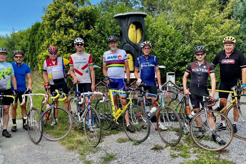Oben angekommen an der Eule. Ein bekanntes Radsportdenkmal in Fröndenberg zu dem ein steiler Anstieg mit bis zu 13 % Steigung führt.