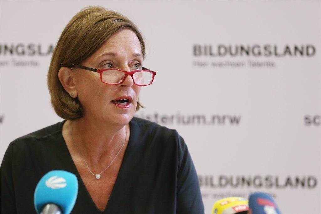 """Die Bildungsministerin von NRW Yvonne Gebauer, über eine Impfpflicht an Schulen: """"Jede Impfung bleibt eine ganz persönliche Entscheidung."""""""