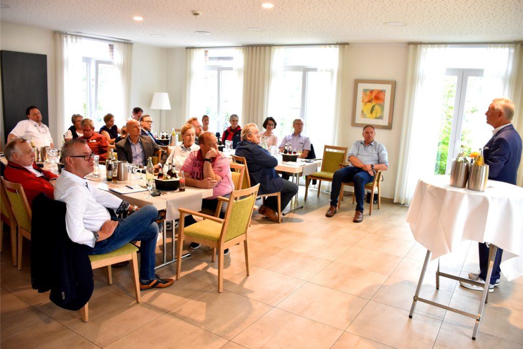 Das Interesse an der neuen Fraktion im Heeker Rat war am Sonntagmorgen noch eher überschaubar. Im Saal des Hotels M3 sprach auch der FDP-Bundestagsabgeordnete Karlheinz Busen über liberale Politik.