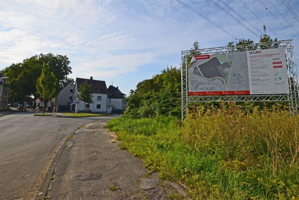 Unmittelbar am Rand der Siedlung verläuft die Zufahrt zum künftigen LogPoint Ruhr.