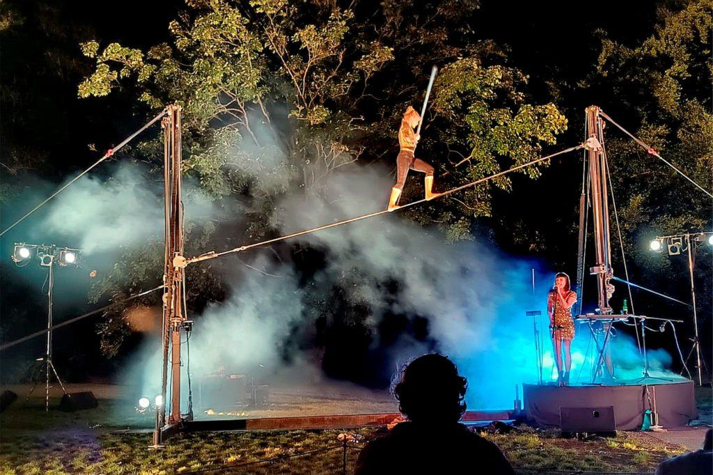 """Als Höhepunkt zum Abschluss des ersten Festivalabends zeigte die Truppe """"Les filles du renard pâle"""" unter dem Titel """"Résiste"""