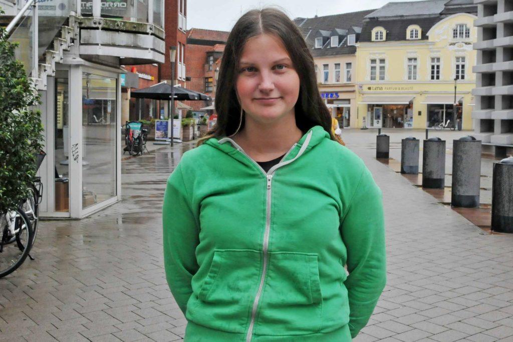 Mit Kartenzahlung fühlt Viola Pomberg sich sicherer.