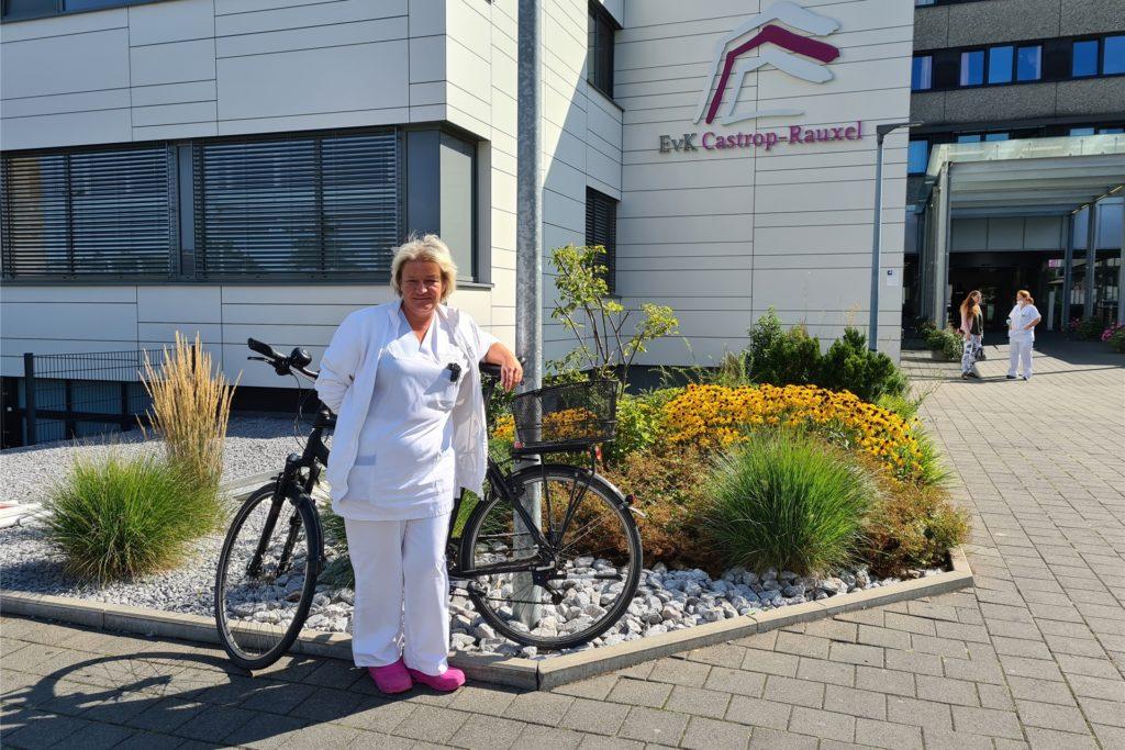 EvK-Stationsleiterin Claudia Lauren genießt Touren mit ihrem neuen Jobrad.