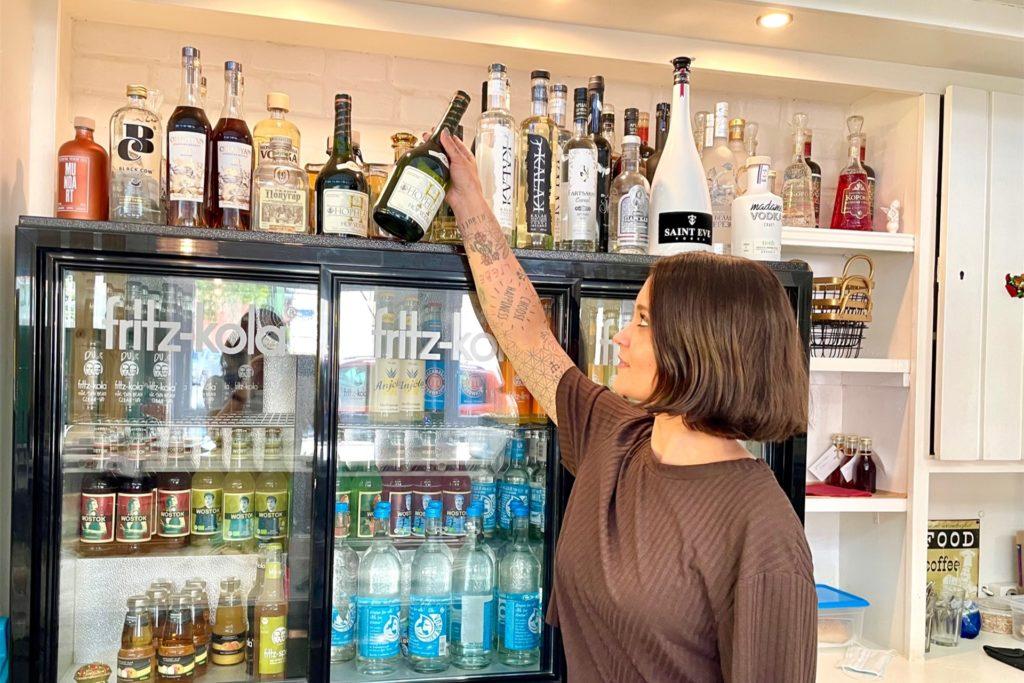 Guter Wodka liegt Katjusha am Herzen. Sie hat rund 30 Sorten im Angebot.