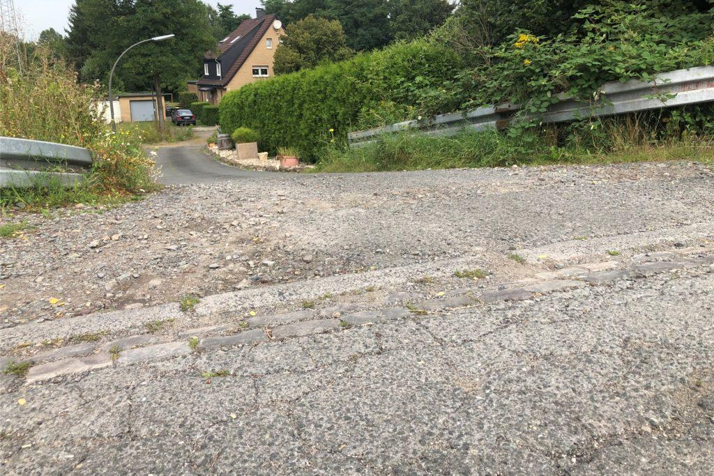 Nach Bauarbeiten hatte Westnetz es versäumt die aufgerissenen Teile der Straße wieder zu reparieren.