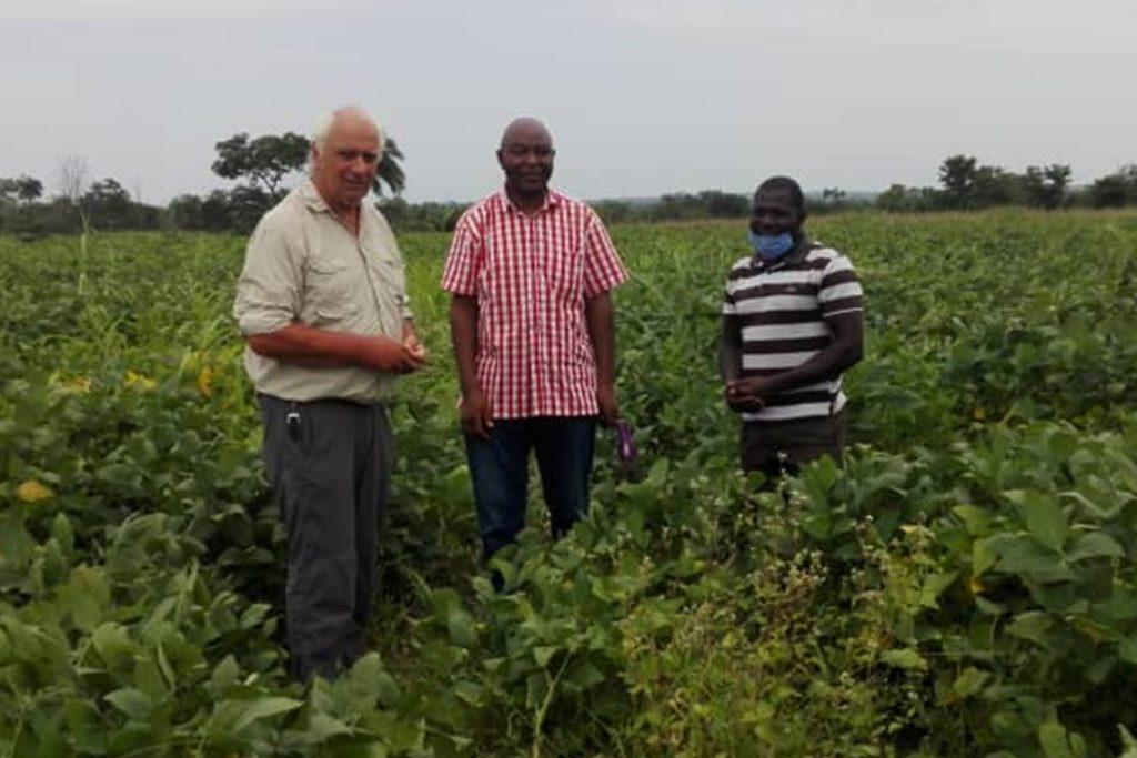 Nicht nur die Maschineneinweisung, auch der Ackerbau steht im Zentrum des Projekts.