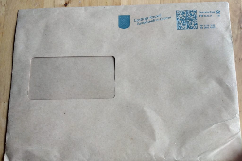 In Castrop-Rauxel werden die Briefwahl-Unterlagen in Großbrief-Umschlägen mit einem Porto von 1,55 Euro verschickt.