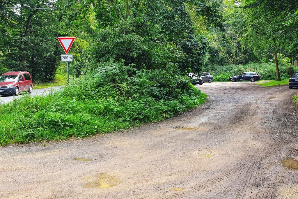 Ein Einstiegspunkt des Trimm-Dich-Pfades wird der Parkplatz am Waldrand entlang der L574 sein.