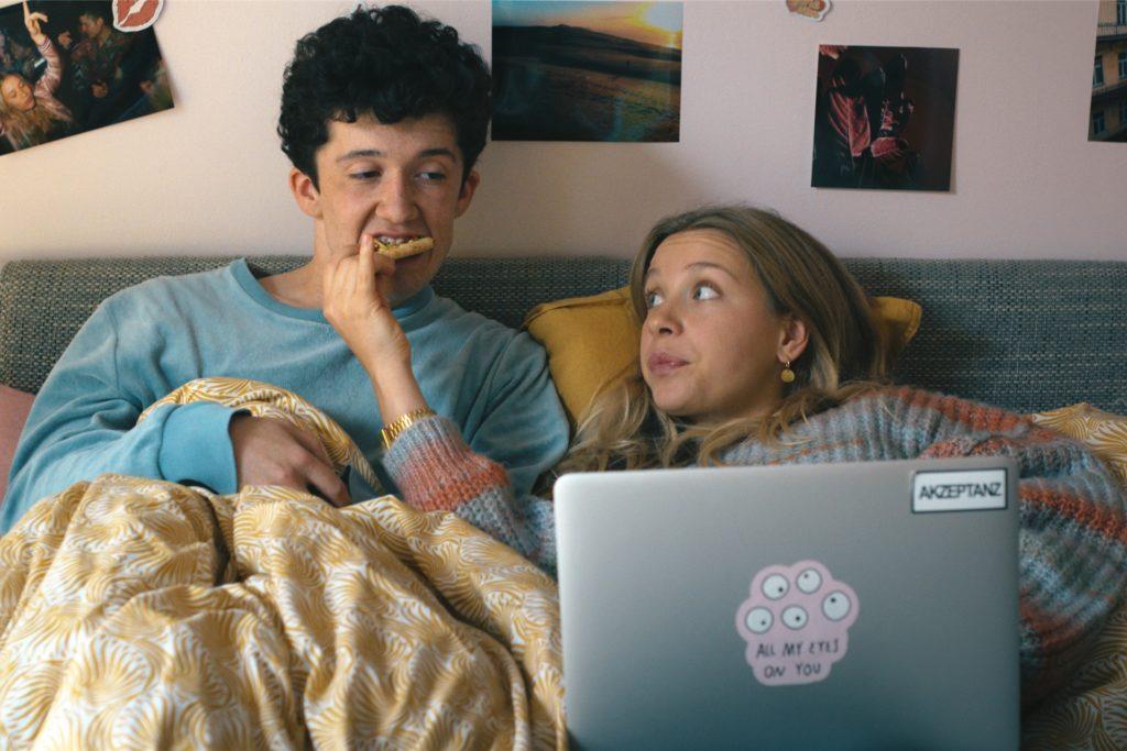 Maximilian Mundt als Moritz Zimmermann und Anna Lena Klenke als Lisa Novak in einer Szene der zweiten Staffel der Serie