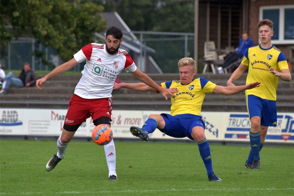 Zum Spieler des ersten Spieltags wurde Cihan Bolat (l.) gewählt. Jetzt will er mit der Eintracht den ersten Heimsieg.