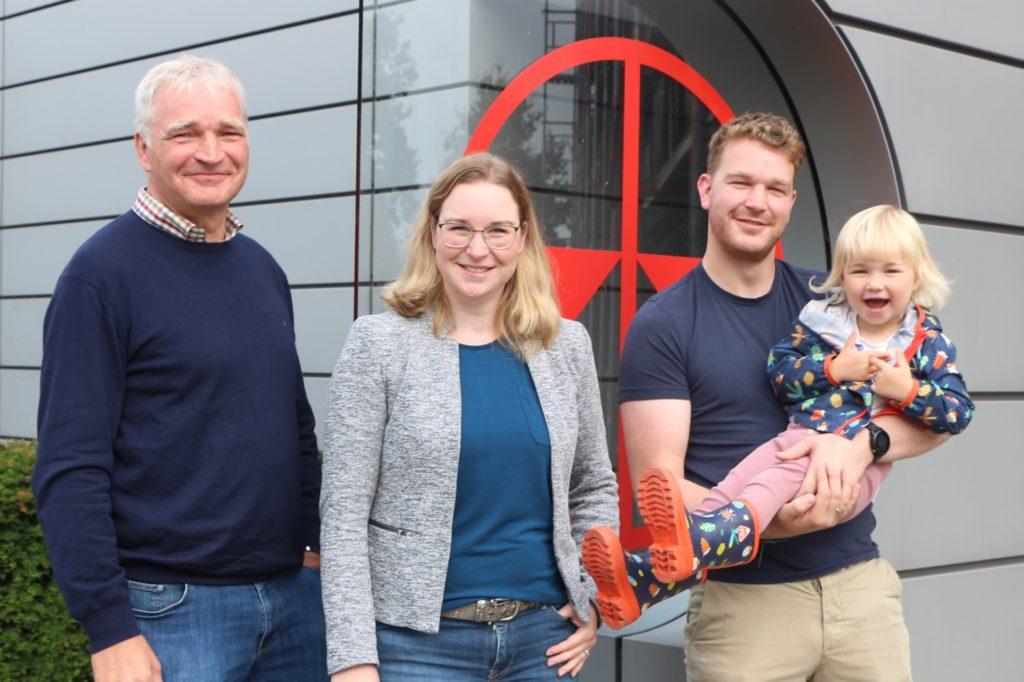 Ludger Wissing (l.) wird 2023 den Staffelstab endgültig an seine Kinder übergeben. Und auch die dritte Generation der Familie sorgt schon für Belebung im Haus.
