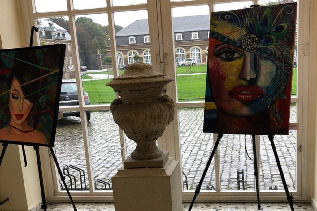 Im Schloss Nordkirchen stellen die Künstlerinnen des Künsterlbund(t)s regelmäßig aus.