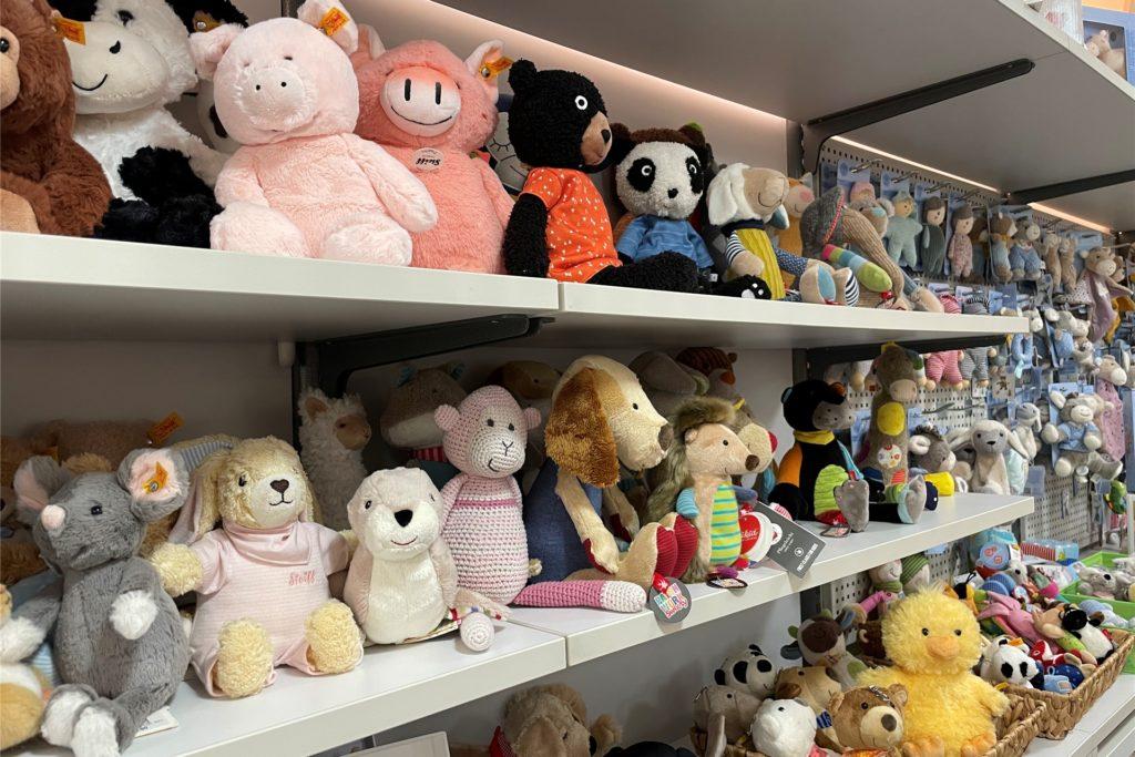Eine große Auswahl an Kuscheltieren wird beim Babyhaus Mönninghoff direkt an der Kasse zu finden sein.