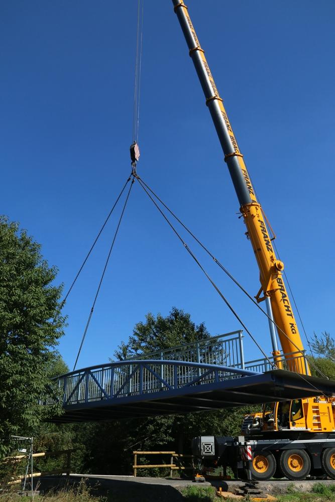 Nach der Vinckebrücke, der Beeskower Brücke und der Unkeler Brücke in der Innenstadt ist die namenlose Brücke am Jägerweg in Wasserkurl nun schon die vierte Brücke, die von der Stadt Kamen in Stahlbauweise erneuert wird.