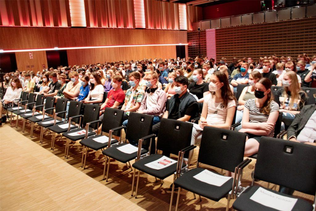 Über 200 Schüler verfolgten die Talkrunde in der Stadthalle in Ahaus.