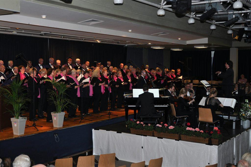 Einer der letzten Auftritte des Chors war das 125-jährige Jubiläum im Schulungszentrum in Haltern. Mit dabei: das Salonorchester Münster.
