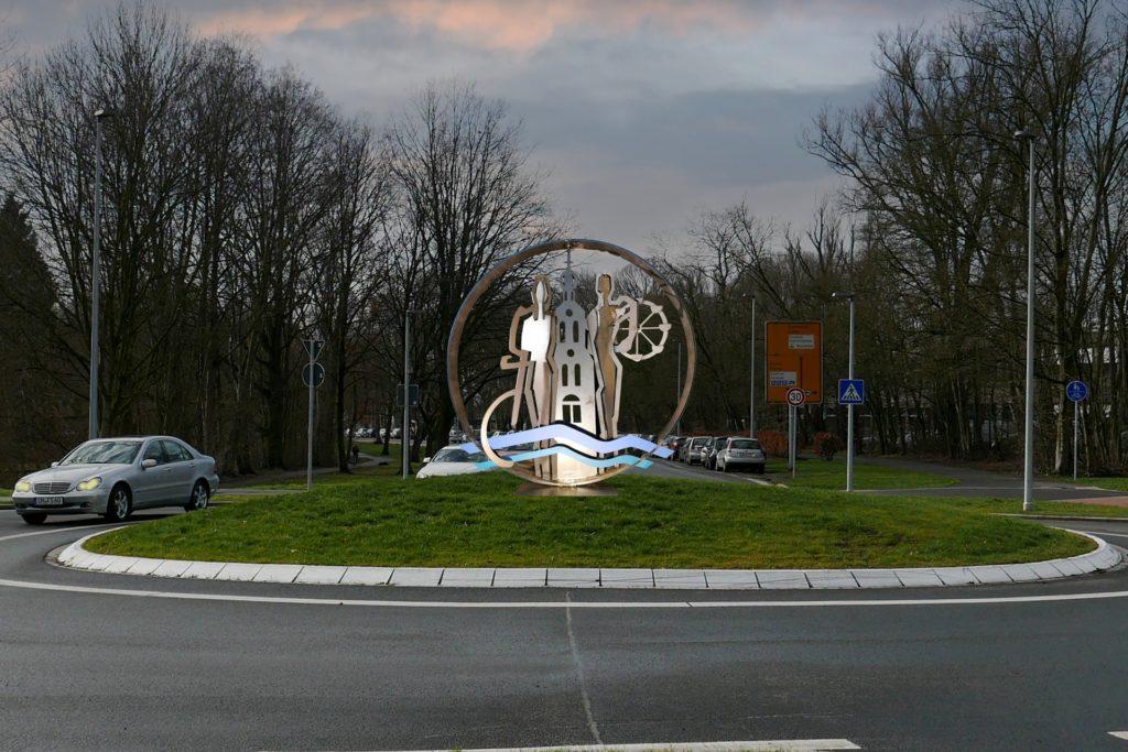 Bild-Montage: So soll die Skulptur am Kreisverkehr an der Münsterstraße aussehen.