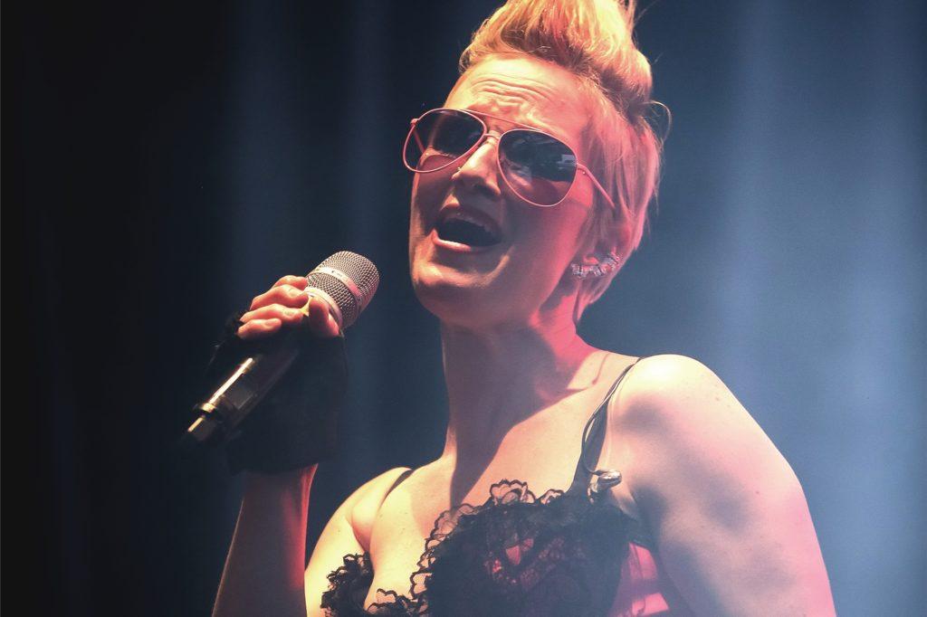 """Bei """"Whitney Houston meets Pink"""" tritt Silke Cosmar als die Sängerin Pink auf."""