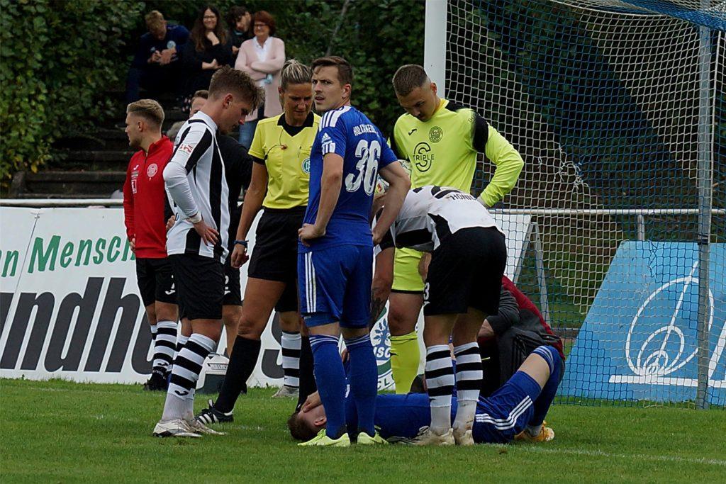 Leon Gensicke (am Boden) musste gegen seinen Ex-Klub unter Schmerzen das Feld verlassen.
