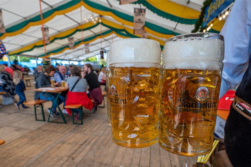 Nach den heftigen Einbußen in der Corona-Krise kommt Nordrhein-Westfalens Gastgewerbe allmählich wieder auf die Beine.