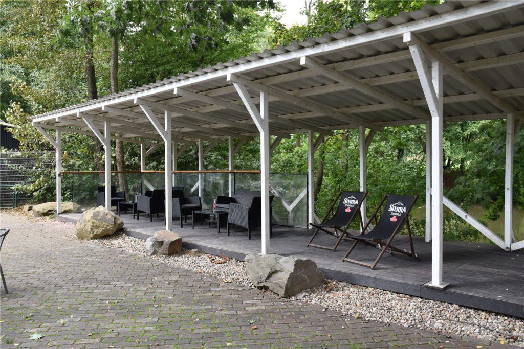 Auf der Sonnenterrasse der besonderen Minigolf-Anlage mit Dortmund-spezifischen Bahnen muss die Party laut Betreiber Steffen Eich stattgefunden haben.