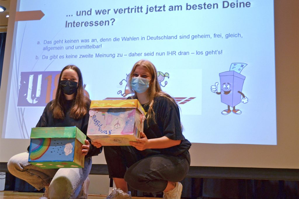 Für Lilly Stegemann (l.) und Mara Treder (r.) spielte der Klimaschutz bei ihrer Stimmabgabe eine wichtige Rolle.