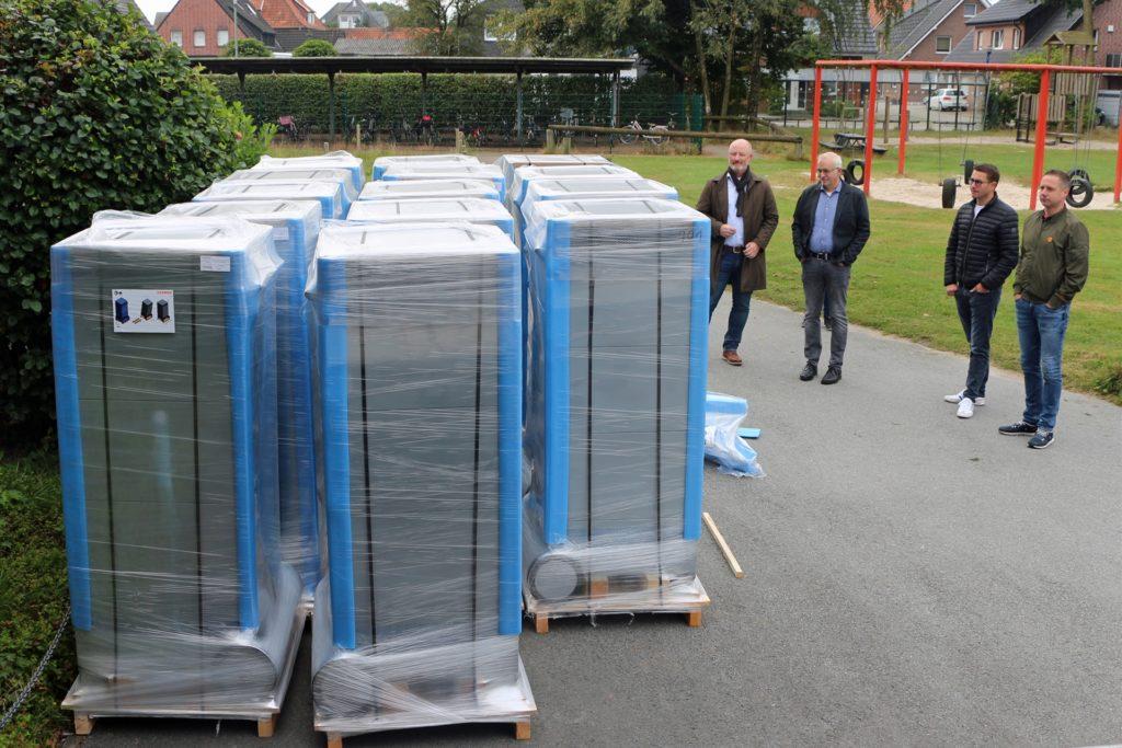Insgesamt 14 Geräte stehen in Oeding zur Installation bereit, fünf Modelle wurde an die Grundschule in Südlohn geliefert.