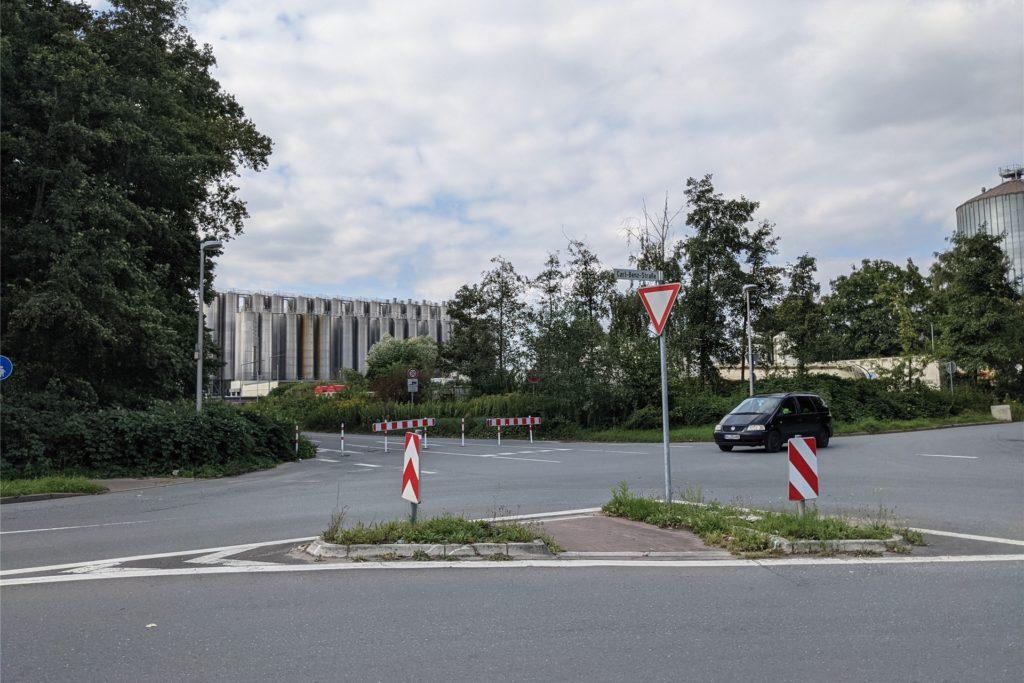 Die Lünsingskuhle soll künftig direkt zur dieser Kreuzung Carl-Benz-Straße/Gottlieb-Daimler-Straße geführt werden. Sie soll einen Fußgängerweg bekommen.