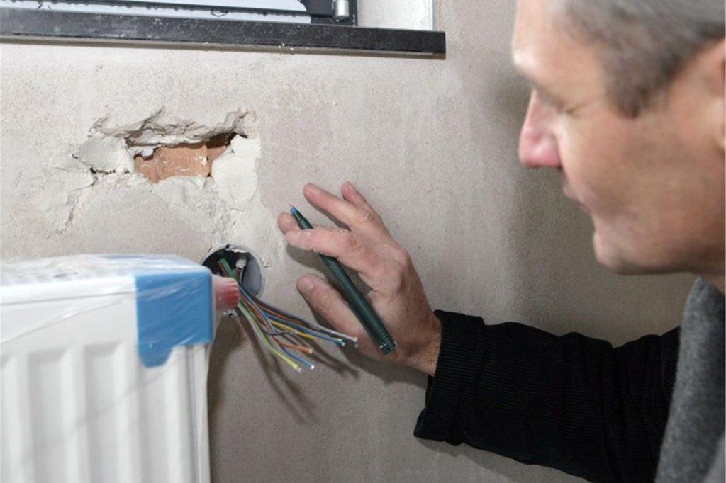 Vor dem Kauf eines Altbaus sollte diese unbedingt auf Schäden untersucht und ein Gutachten erstellt werden.
