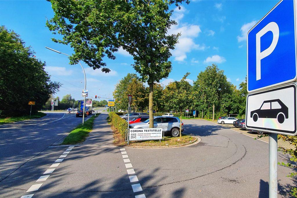 Auf dem Pendlerparkplatz an der A31/Ahauser Landstraße stehen nicht nur Pkw, sondern auch regelmäßig Anhänger.