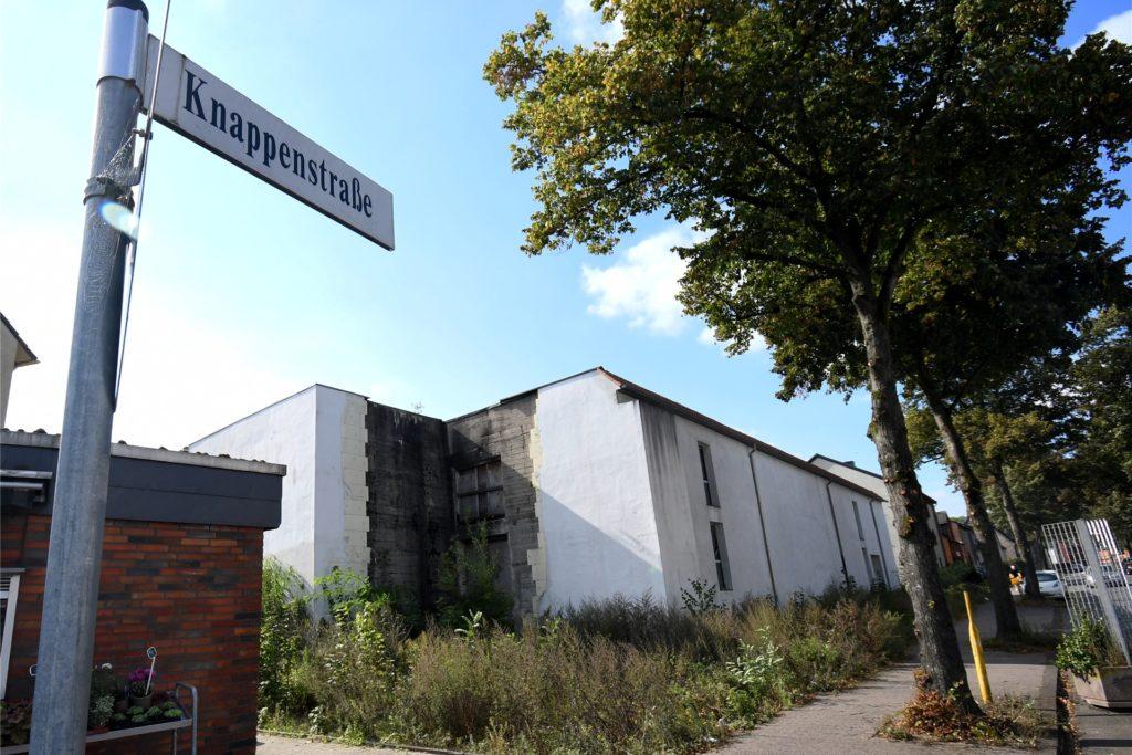 Ein Bunker an der Ecke Stimberg-/Knappenstraße in Oer-Erkenschwick: Hier sollte mal ein Restaurant aufs Dach. Aber daraus ist nie etwas geworden.