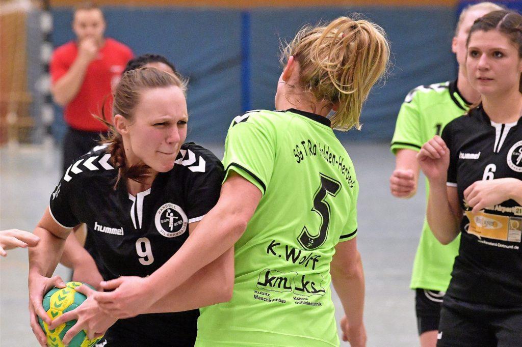 Sonja Plotek (l.) spielte einige Jahre im Rückraum des VfL Brambauer.