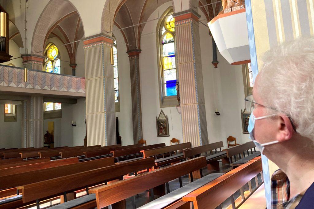 Jahre später machte sich der löchrige Untergrund unter der Kirche doch bemerkbar: Es wurden dünne Streben eingezogen.