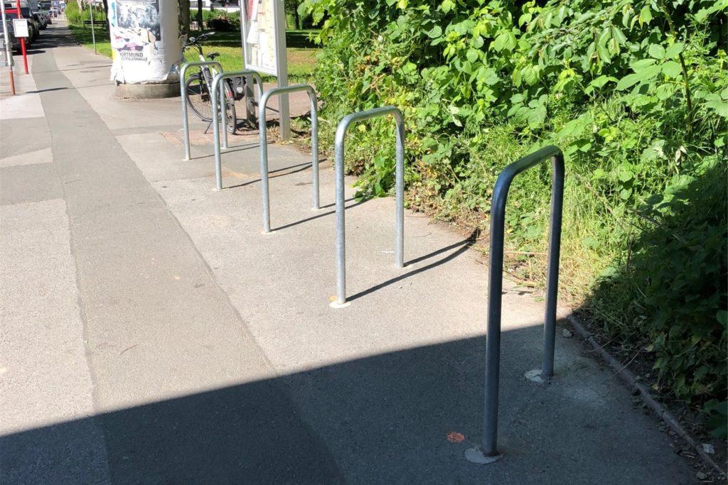 In diesem ordentlichen Zustand waren die Fahrradbügel an der S-Bahn-Haltestelle Dortmundd-Westerfilde, kurz nachdem das Tiefbauamt sie im Mai aufgestellt hatte.
