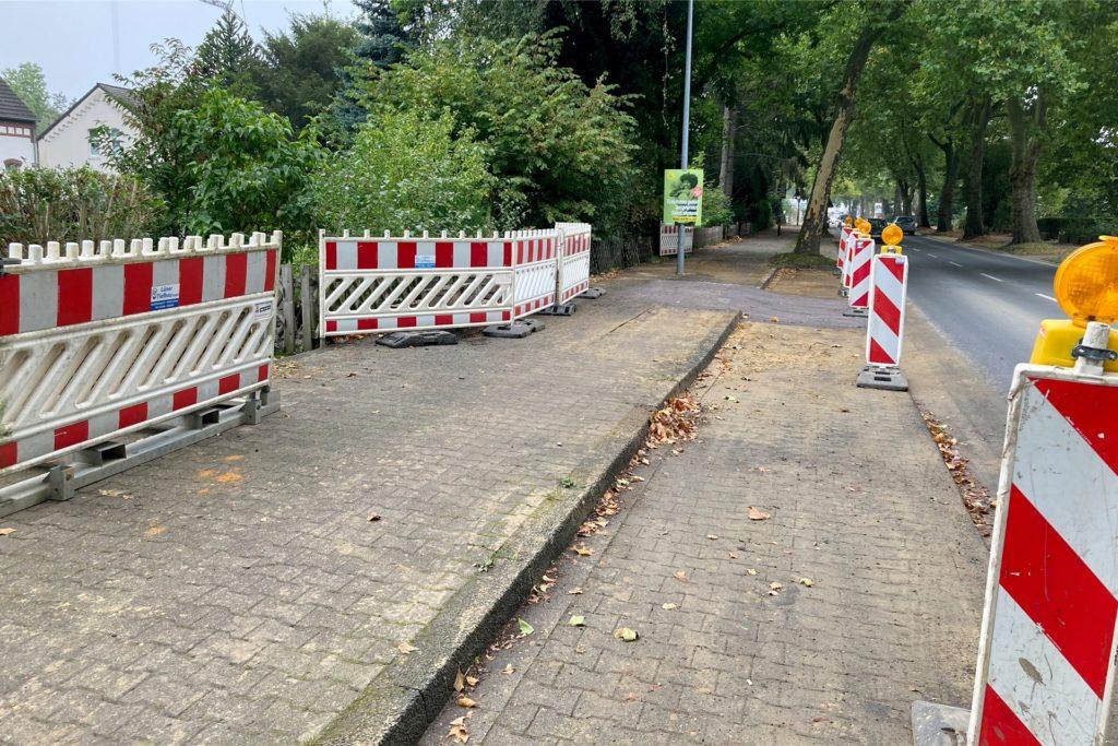 Der Gehweg an der Preußenstraße muss aufgrund eines Wasserrohrbruchs erneuert werden.