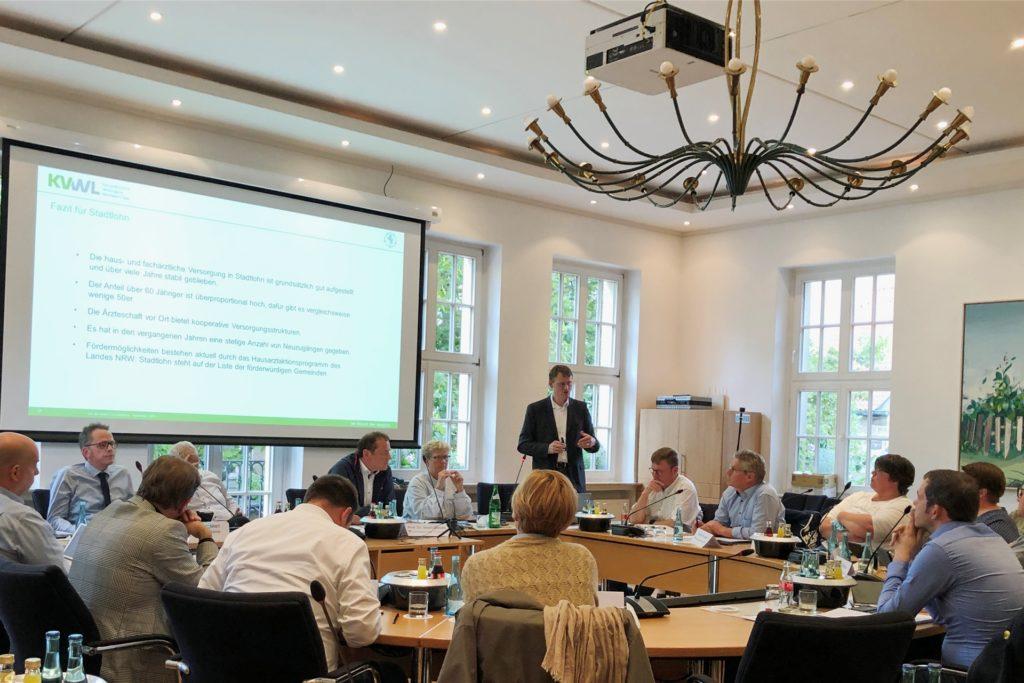 Ansgar van der Osten von der Kassenärztlichen Vereinigung Westfalen-Lippe hat den Stadtentwicklungsausschuss über die Ärzteversorgung in Stadtlohn informiert.