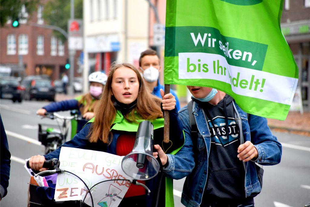 Ina Elpers (17) eine der Organisatorinnen der Demonstration ist zufrieden. Für den Neustart nach den Einschränkungen durch das Coronavirus sei die Resonanz sehr gut gewesen.