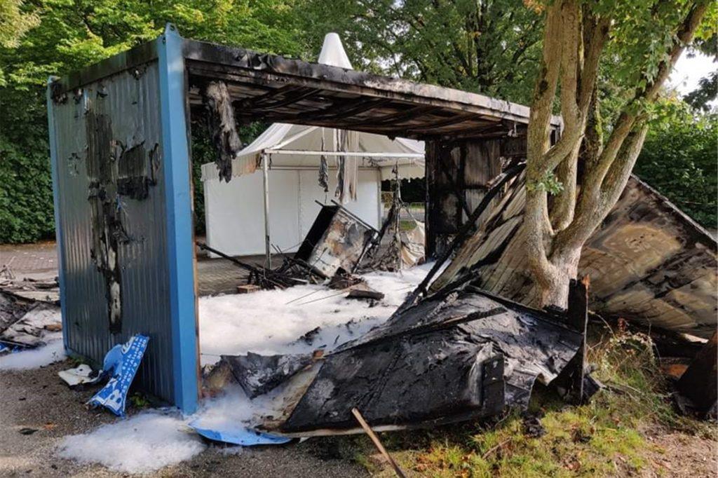 Die Kripo hat nach dem Brandanschlag Ermittlungen aufgenommen.