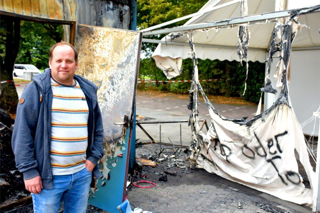 Andre Hörst, Betreiber der Teststation in Ottenstein, ist fassungslos. Schon zum dritten Mal hatten Unbekannte es auf die Teststation in Ottenstein abgesehen. Dieses Mal allerdings noch einmal in einer ganz anderen Qualität als bisher.